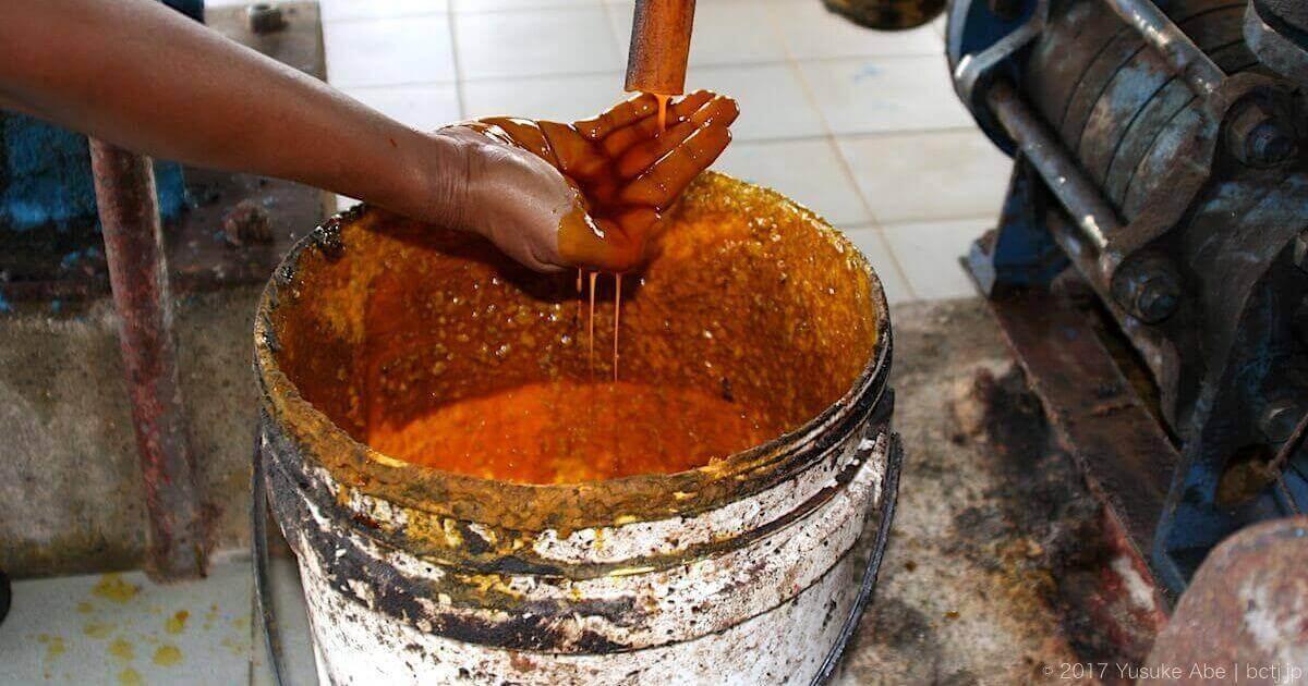 オレンジ色のパーム油